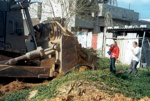 Rachel Corrie face à un bulldozer israélien