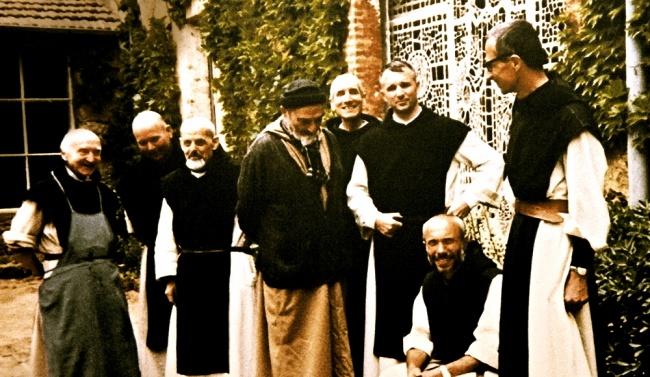 La communauté des moines inséparables jusque dans la mort. Photo réalisée en collaboration avec Pascal Rostaing (Sphynx)