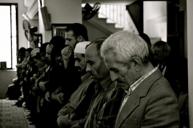 les fidèles d'une des nombreuses mosquées radicales à Tripoli