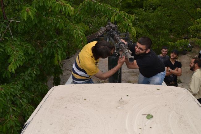 quelque part en Syrie, la mise au point d'armes artisanales fabriquées clandestinement @Photo Frédéric Helbert. Droits réservés.