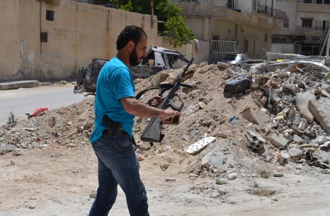 Yatim, rrebelle syrien. archéologue de formation en zone libérée à 80km de Damas. Il n'ai jamais commis d'exaction, déteste les islamistes, mais se déclare prêt à mourir pour la cause @fh