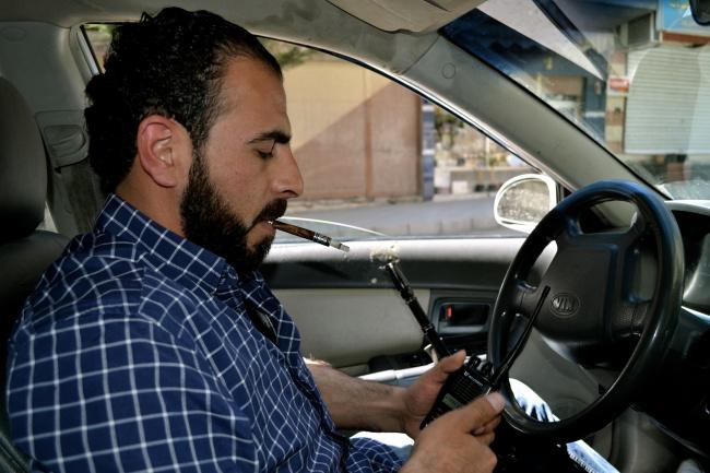 Yatim, maitre celui-même, arme et talkie-walkie toujours à portée de main @fh