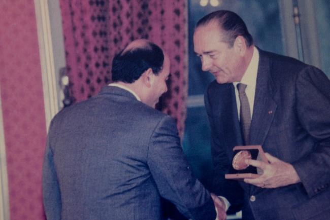 Radj Sourani, décoré par Jacques Chirac pour son action
