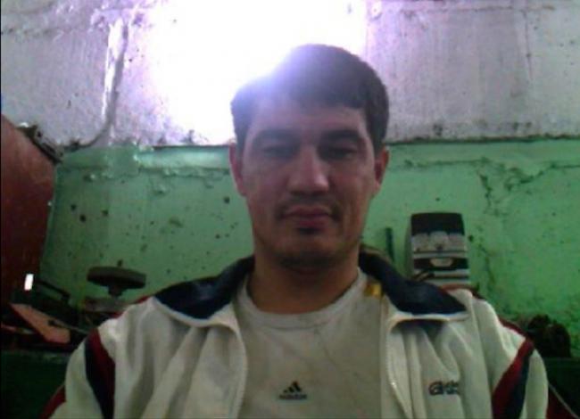 sur cette photo le terroriste se présente comme demandeur d'asile, sous une fausse identité
